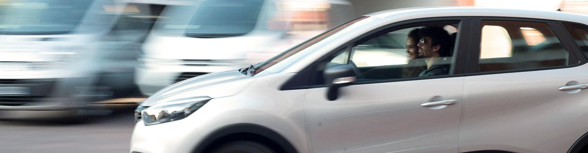 coppia-guida-auto-velocita
