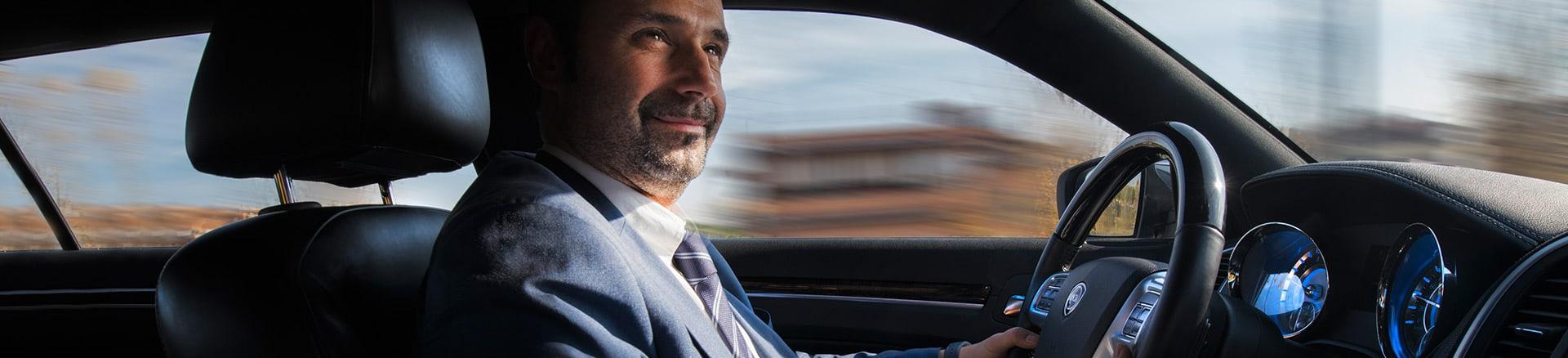 autista-uomo-guida-auto